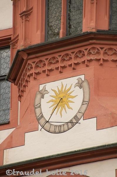 Sonnenuhr am Rathaus in Dettelbach